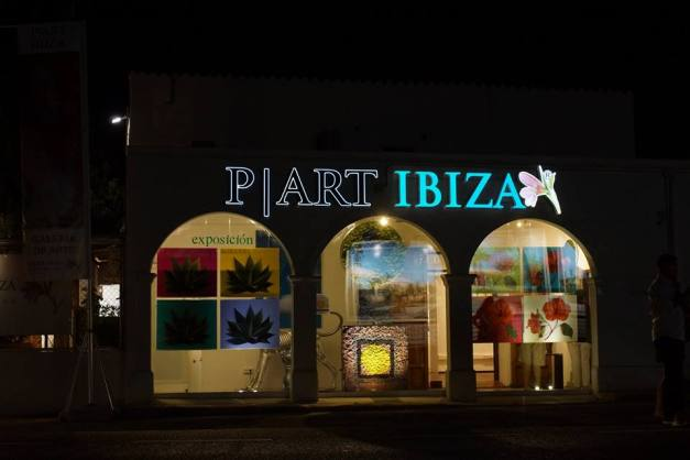 escaparate de la Galería PArt de Ibiza